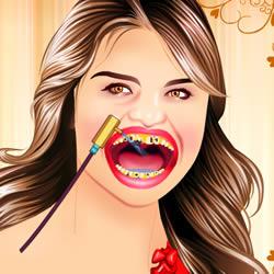 Selena Gomez bei Zahnarzt